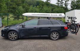 Toyota Avensis Dachbox Toyota Box da tetto SLB 660 con supporto da surf sulla superficie